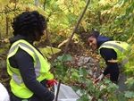 Students Clean Up Local Community