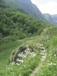 Path Past Clot de Main